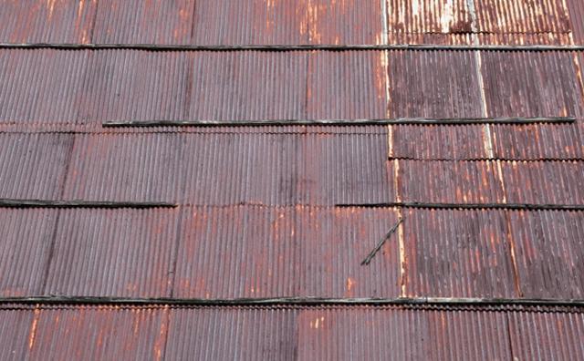 屋根塗装を考えた方がよいトタン屋根